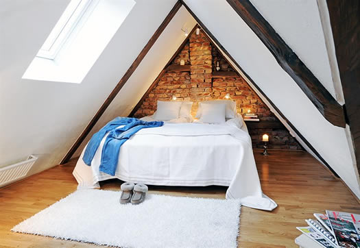 Attic bedroom via delikatessen