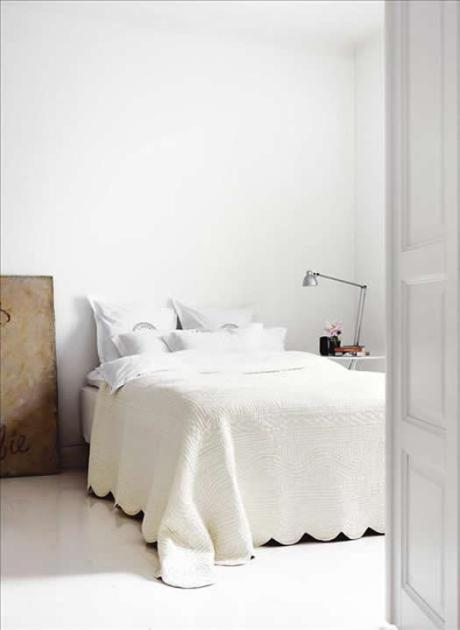 Neutral bedroom via Skona hem